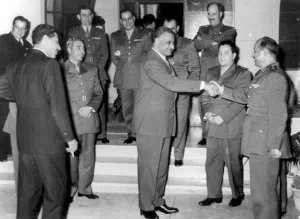 ملف:Nasser with Syrian Delegation.jpg