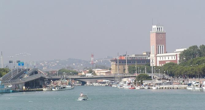 دورة الألعاب المتوسطية .... بيسكارا Pescara_hafen.jpg