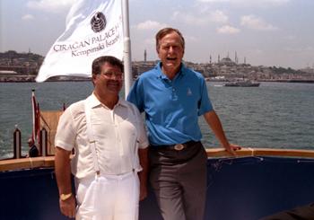 تورگوت اوزال مع جورج هـ.و. بوش