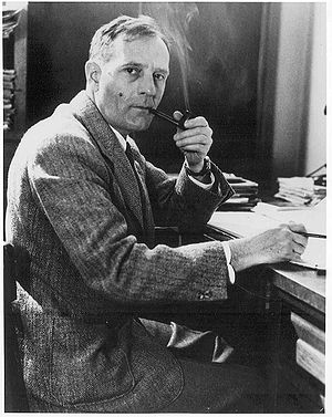 Edwin Hubble with pipe.jpg