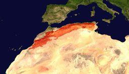 موقع جبال الأطلس (معلمة بالأحمر) عبر شمال أفريقيا