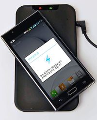 Inductive charging of LG smartphone (2).jpg