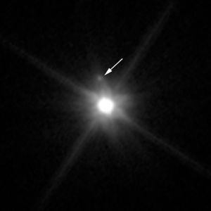 Makemake moon Hubble image with legend (cropped).jpg
