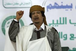 .سجل حضورك ... بصورة تعز عليك ... للبطل الشهيد القائد معمر القذافي - صفحة 32 250px-معمر_القذافي_في_خطاب_2_مارس_2011