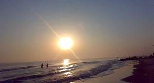 شاطئ جمصة عند الغروب.jpg