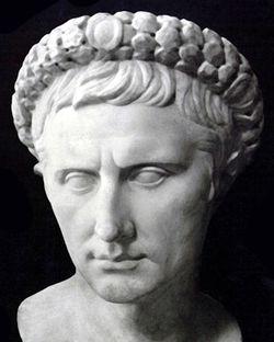 aabedbff7d1dd تمثال نصفي لأغسطس قيصر.