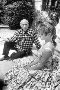 Pablo Picasso and Brigitte Bardot at his studio in Vallauris during the 1956 Cannes Film Festival.jpg